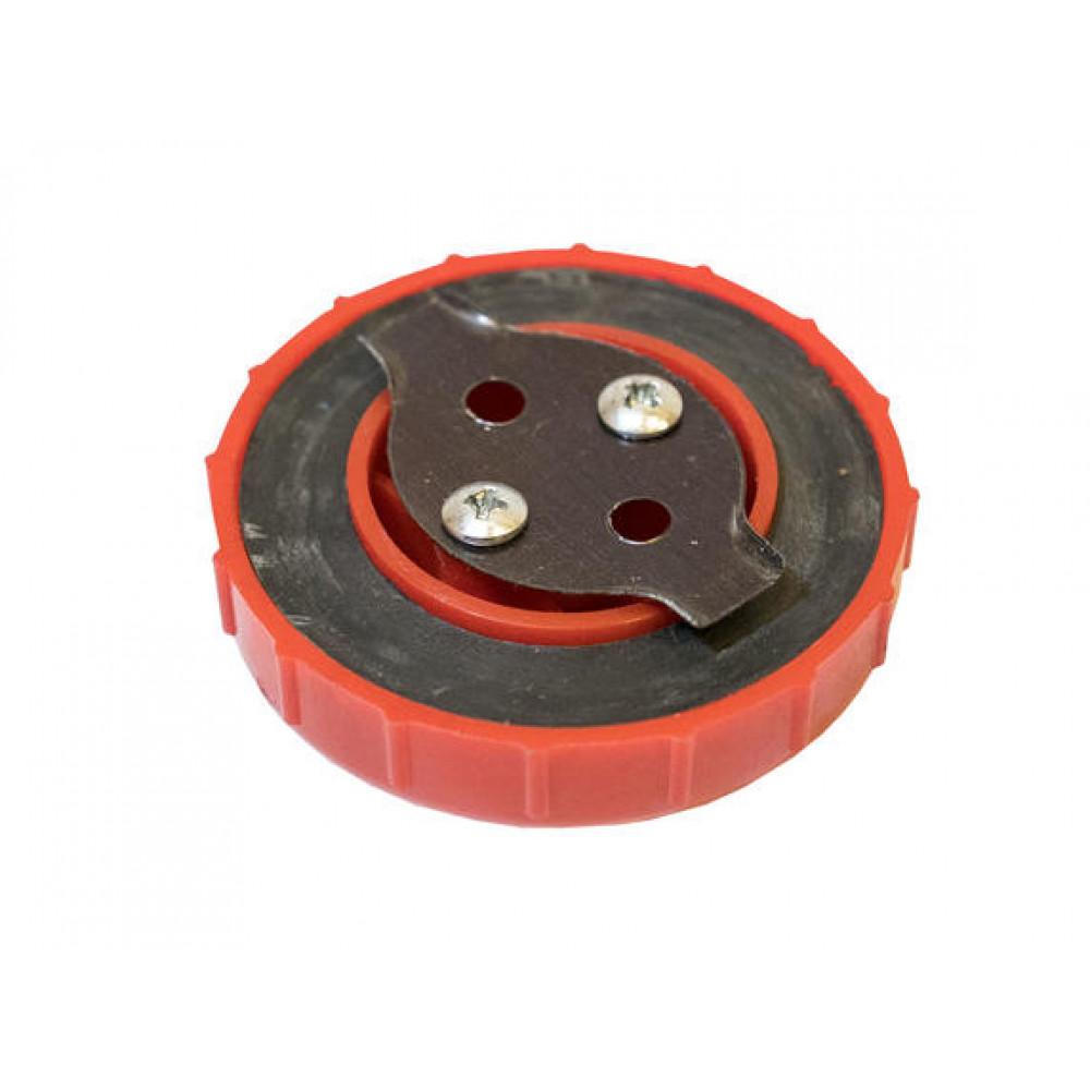 R195 Крышка топливного бака (15DE, красная)